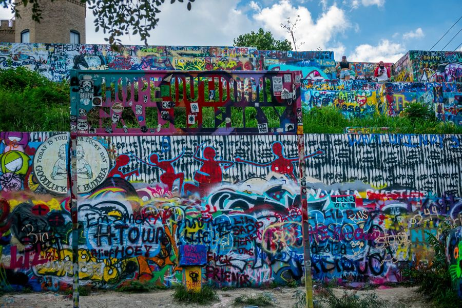 Austin - Hope Outdoor Graffiti Gallery- Unique things to do in Austin Texas - Culture Trekking - #AustinTexas #uniquethingstodoinaustin #Keepaustinweird